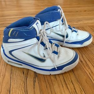 Nike Air Basketball Sneakers Women's 7 (Youth 5.5)
